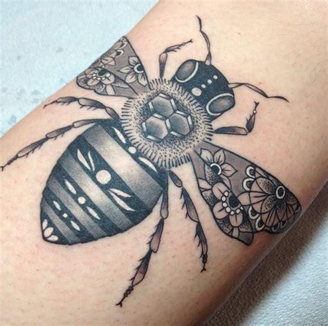 bee tattoo by tami at tattoo zoo victoria bc