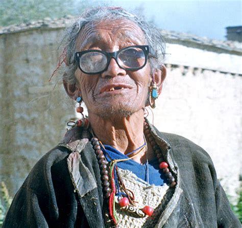 tibetan dzi tibetan dzi and other himalayan january 2005