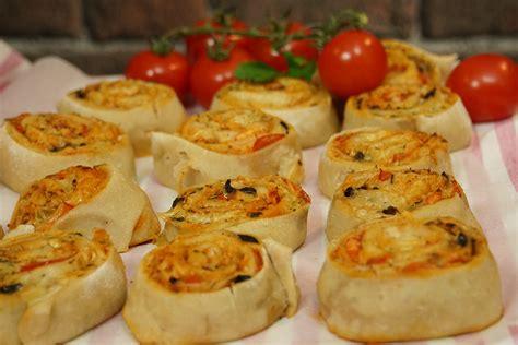 cuisine recettes de pizza italienne et de chaussons calzone il gusto recette pizza saumon