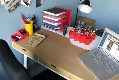 office supplies for desk what s on their desk gwen weinberg designer and