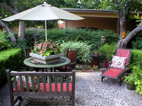 outdoor decorating chic outdoor decorating tips hgtv