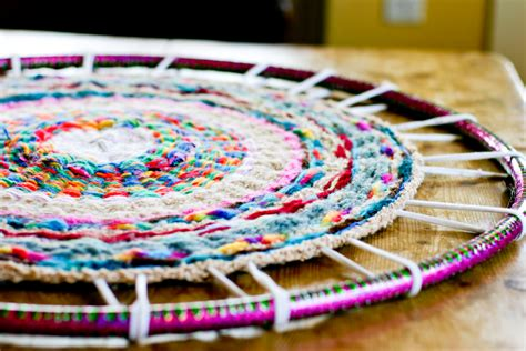 finger knitting rug now comes the part cut and tie each spoke individually