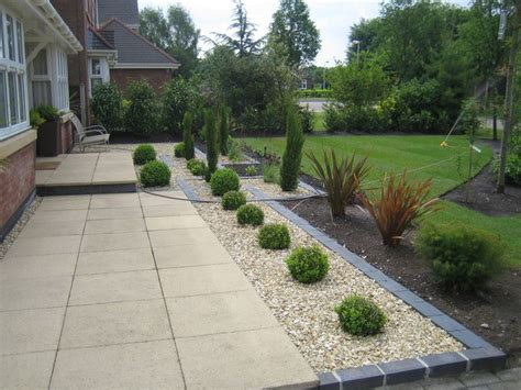 paving and gravel garden ideas marshalls saxon paving with golden gravel and blue black