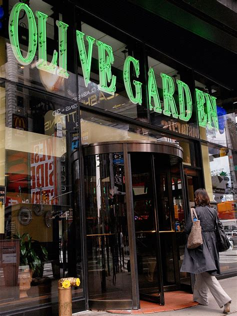 the olive garden new york olive garden new year s what the times square restaurants charge great ideas
