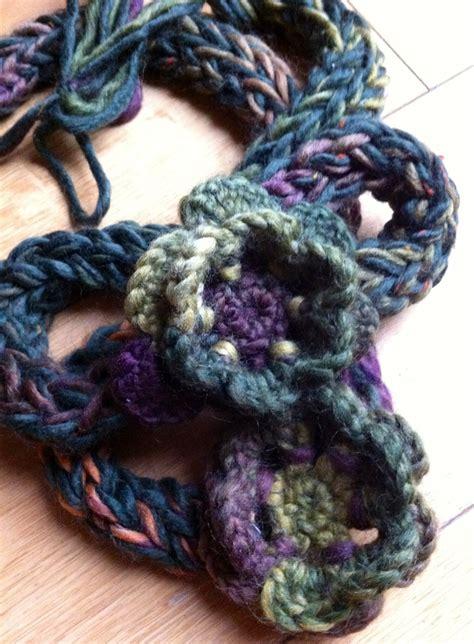 how to make finger knit flowers collana al finger knitting wool flower hobby ies i did