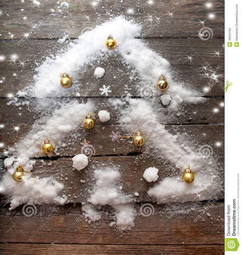 stilisierter weihnachtsbaum stilisierter design weihnachtsbaum mit weihnachtsb 228 llen