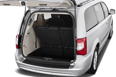 Chrysler 2012 Town And Country by 2012 Chrysler Town Country Reviews And Rating Motor Trend