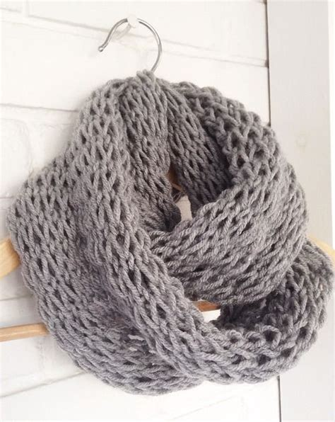 how to start knitting a scarf devise create concoct diy knit infinity scarf