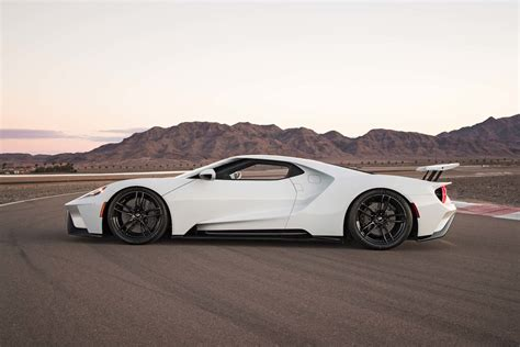 2017 Ford Gt 1 4 Mile by 2017 Ford Gt Makes 647 Hp 550 Lb Ft Goes 216 Mph