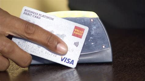 how do thieves make credit cards how thieves credit info without you knowing