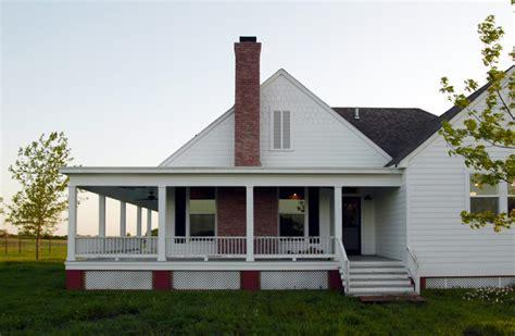 farmhouse wrap around porch rockin farmhouse w wrap around porch in 6 hq pictures metal building homes
