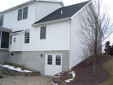 things to consider when looking for that walk out basement lot