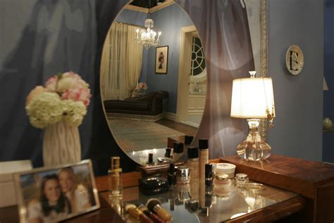 Desk In Bedroom Ideas quarto da blair waldorf morando sozinha