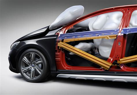 Volvo Airbag by Volvo V40 Helps Save Lives With Deployable Pedestrian Airbags