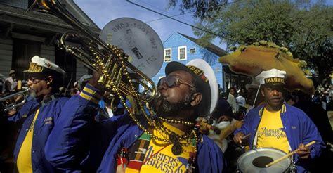 history of mardi gras zulu crewe performing in mardi gras parade mardi gras