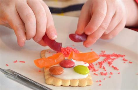 how to decorate ways for the to decorate biscuits kidspot
