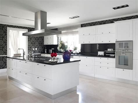 white kitchen cabinets black granite countertops 36 inspiring kitchens with white cabinets and granite