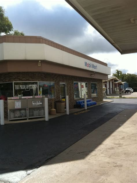 rubber st stores by state elburn mobil convenience stores 213 s st elburn