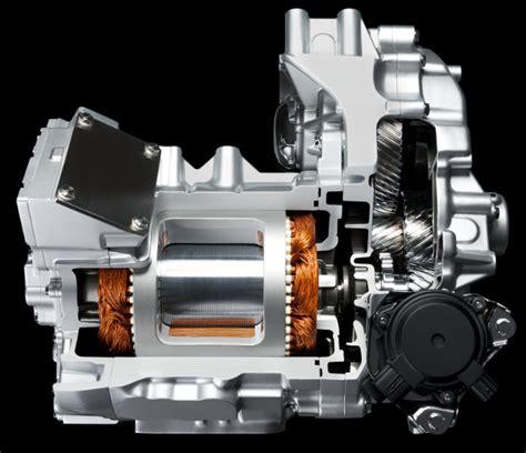 Motorul Electric by Nissan Leaf Primul Automobil Electric Competitiv