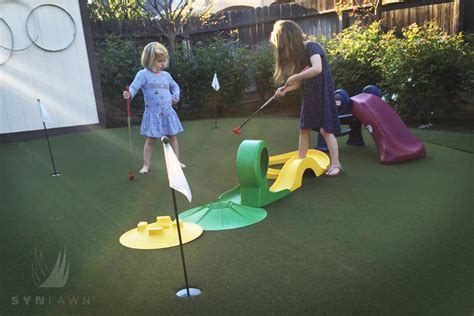 backyard mini golf putting green for the family without leaving home