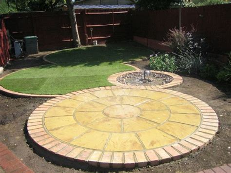 circular patio pavers 25 best circular patio ideas on