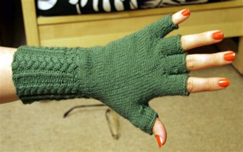 fingerless gloves knitting pattern top 10 free patterns for knitting fingerless mittens top