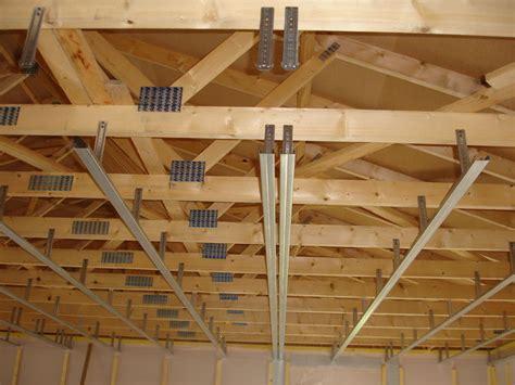 fixation plafond placo maison travaux