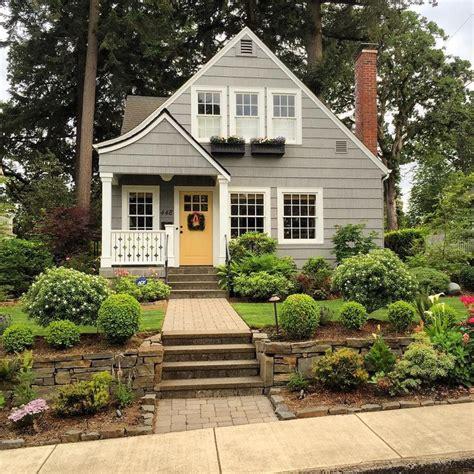 paint colors for cottage 25 best ideas about cottage exterior on