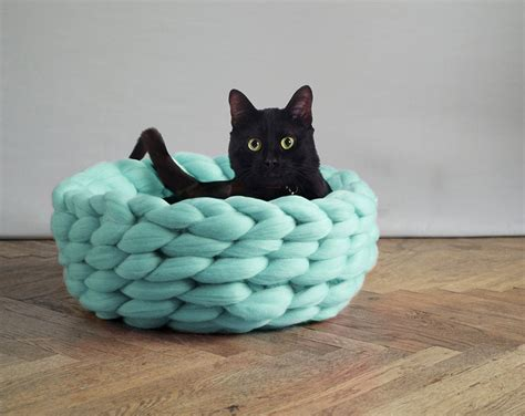 knit cat bed pattern extremely chunky pet beds knit by mo bored panda