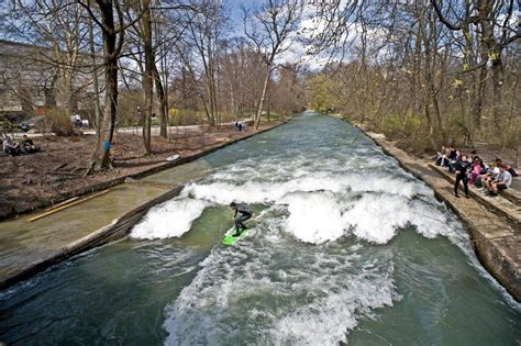 Eiskanal Englischer Garten München by Eisbachwelle De Eisbach M 220 Nchen River Surfing Alles