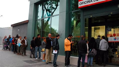 oficina de empleo mendez alvaro casi 12 400 personas salen de las listas del paro en abril