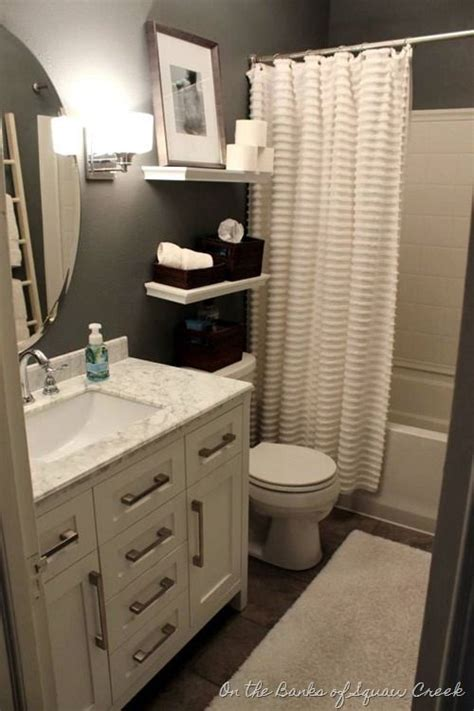 accessories for small bathrooms 25 best ideas about small bathroom decorating on