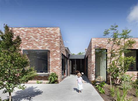 Bow Window Construction Detail maison contemporaine brique