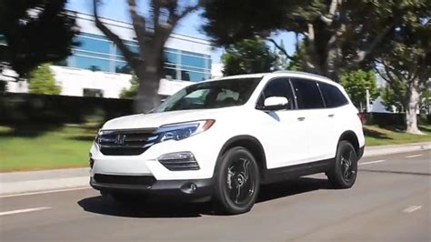 Best Mid Size Suv by Kelley Blue Book Best Buys Of 2017 Midsize Suv
