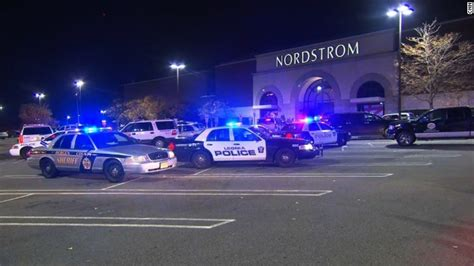 Garden State Plaza Inside Out New Jersey Mall Gunman Found Dead Hours After Shooting