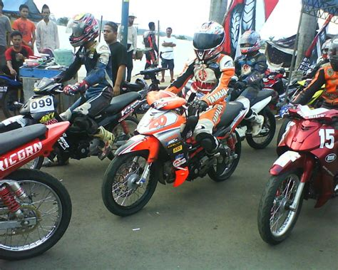 Modifikasi Motor Race by 40 Gambar Modifikasi Yamaha Jupiter Z Gaya Road Race