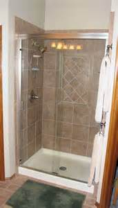 mobile home shower doors 25 best ideas about mobile home bathrooms on