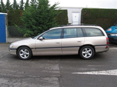 view of vauxhall omega 2 5 td photos features and view of vauxhall omega 2 5 d photos