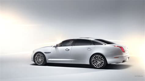Jaguar Car Wallpaper For Mobile by Jaguar Xj Car Wallpapers Hd Desktop And Mobile Backgrounds