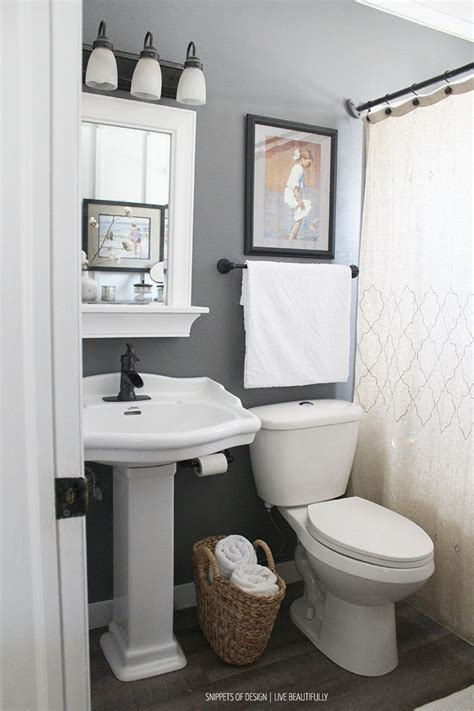 Makeover Small Bathroom by Best 25 Small Bathroom Makeovers Ideas On