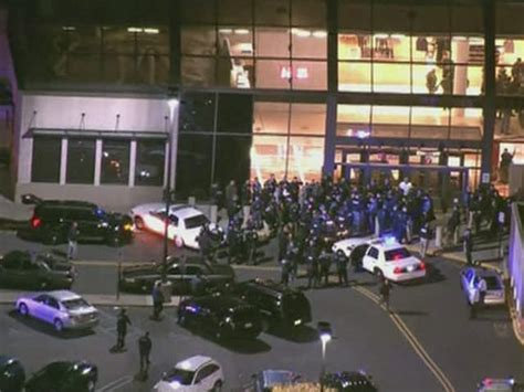 Garden State Plaza Inside Out New Jersey Mall Shooting 20 Year Gunman Found Dead