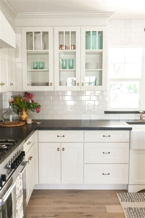 pictures of kitchens with white cabinets and black appliances 25 best ideas about white counters on white