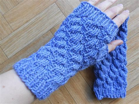 easy knit fingerless gloves easy textured fingerless gloves by lea67000 craftsy