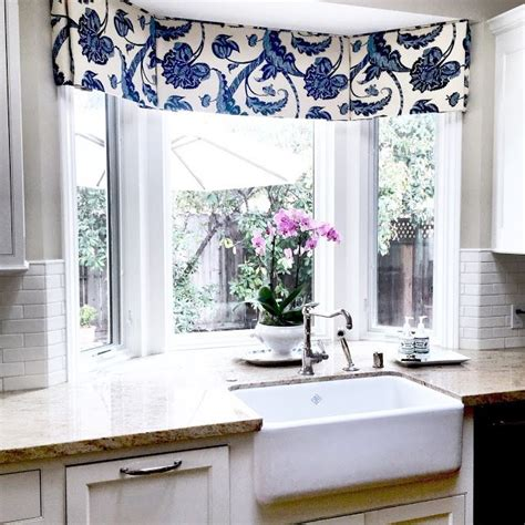 curtains for kitchen bay windows 25 best ideas about bay window treatments on