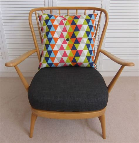 ercol dining chair cushions 1000 ideas about ercol chair on alcove