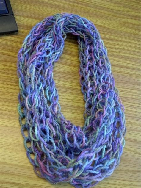 how to finger knit a scarf gotta make one finger knit scarf crochet