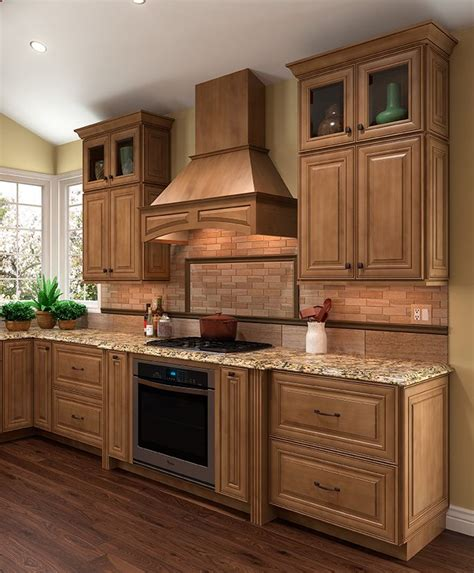 kitchens with maple cabinets 25 best ideas about maple kitchen cabinets on
