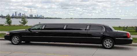 Service Limousine by 7 Benefits Of Booking A Limo Service For Your Child S Prom