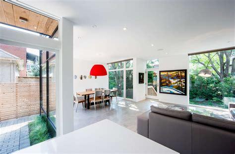 dise o minimalista interiores dise 241 o de casa de dos plantas en esquina fachada e