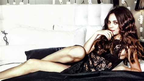 hollywood hot actress mila kunis hd wallpapers images